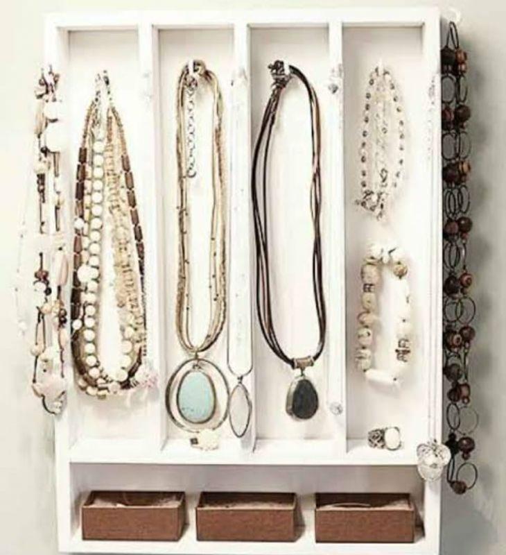 Confira dicas para a organização de acessórios e bijuterias