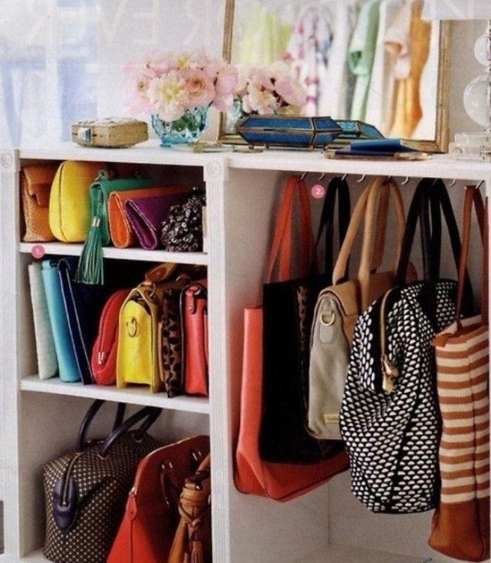 Veja ideias para organizar as suas bolsas e clutches