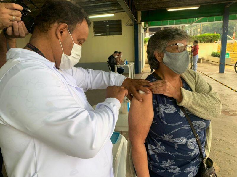 Profissionais da saúde serão vacinados com a segunda  dose agendada e de reforço da Pfizer na sexta-feira (08)