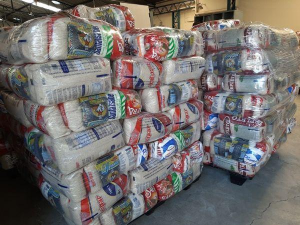 Rede de supermercados Jau Serve doa 50 cestas básicas e 100 kg de alimentos ao Fuss
